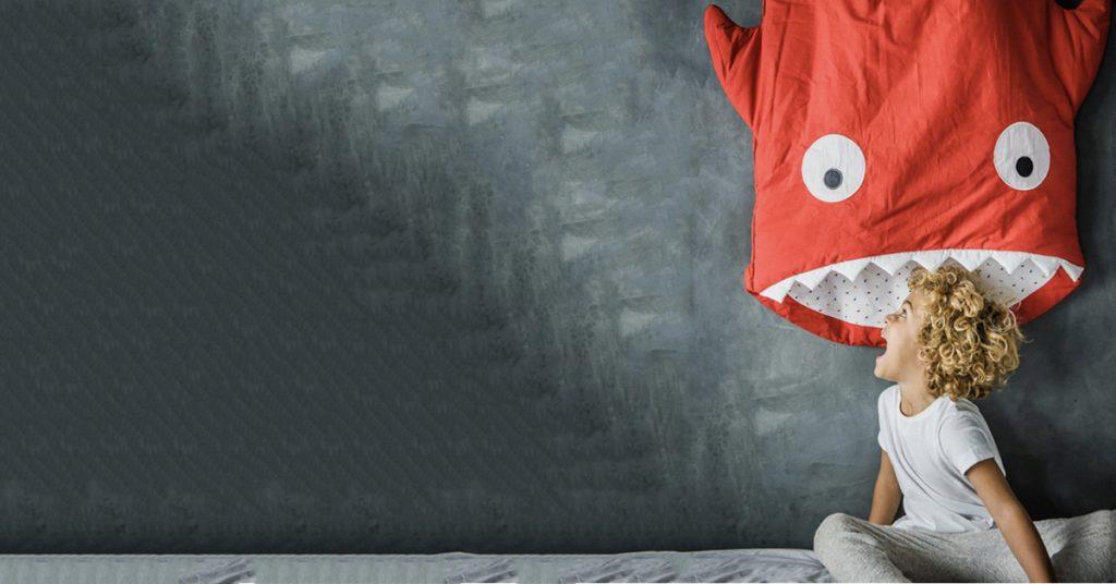 La spécialité de Baby Bites  Le sac de couchage requin ! b5cc236249b